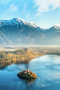 Картинки Словения Рассвет и закат Горы Остров Пейзаж Тумане Сверху Lake Bled
