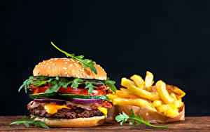 Картинка Быстрое питание Гамбургер Булочки Картофель фри Овощи На черном фоне Еда
