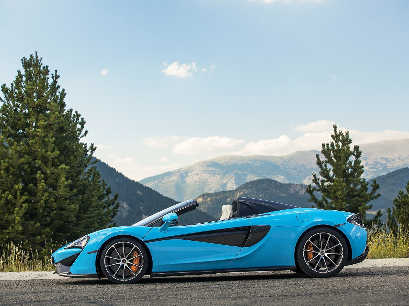 Картинка Макларен 2017 570S Spider Worldwide Родстер голубая Сбоку машины Металлик 1600x1200 McLaren голубых голубые Голубой авто машина автомобиль Автомобили
