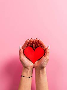 Фото День святого Валентина Руки Маникюр Маникюра Сердца