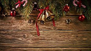 Обои Новый год Доски На ветке Колокольчик Шар Бантик Шаблон поздравительной открытки
