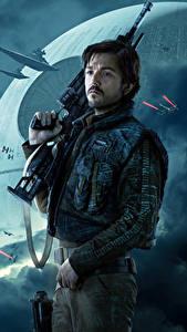 Фотографии Изгой-один. Звёздные войны: Истории Мужчины Винтовки Cassian Andor (Diego Luna) Кино