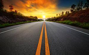 Картинки Рассветы и закаты Дороги Асфальт Полосатый Природа