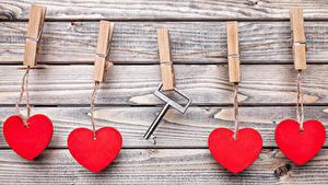 Картинка День всех влюблённых Доски Стена Сердце Прищепки Замковый ключ