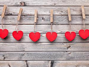 Фотографии День святого Валентина Доски Стенка Сердце Прищепки Красный