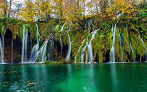 Картинка Осень Озеро Водопады Парки Хорватия Скала Plitvice Lakes National Park