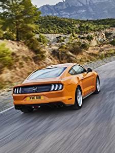 Картинки Ford Едущий Вид сзади Оранжевые 2018 Mustang GT 5.0 Автомобили
