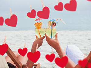 Обои День святого Валентина Напиток Рука Бокал Двое Сердечко Продукты питания