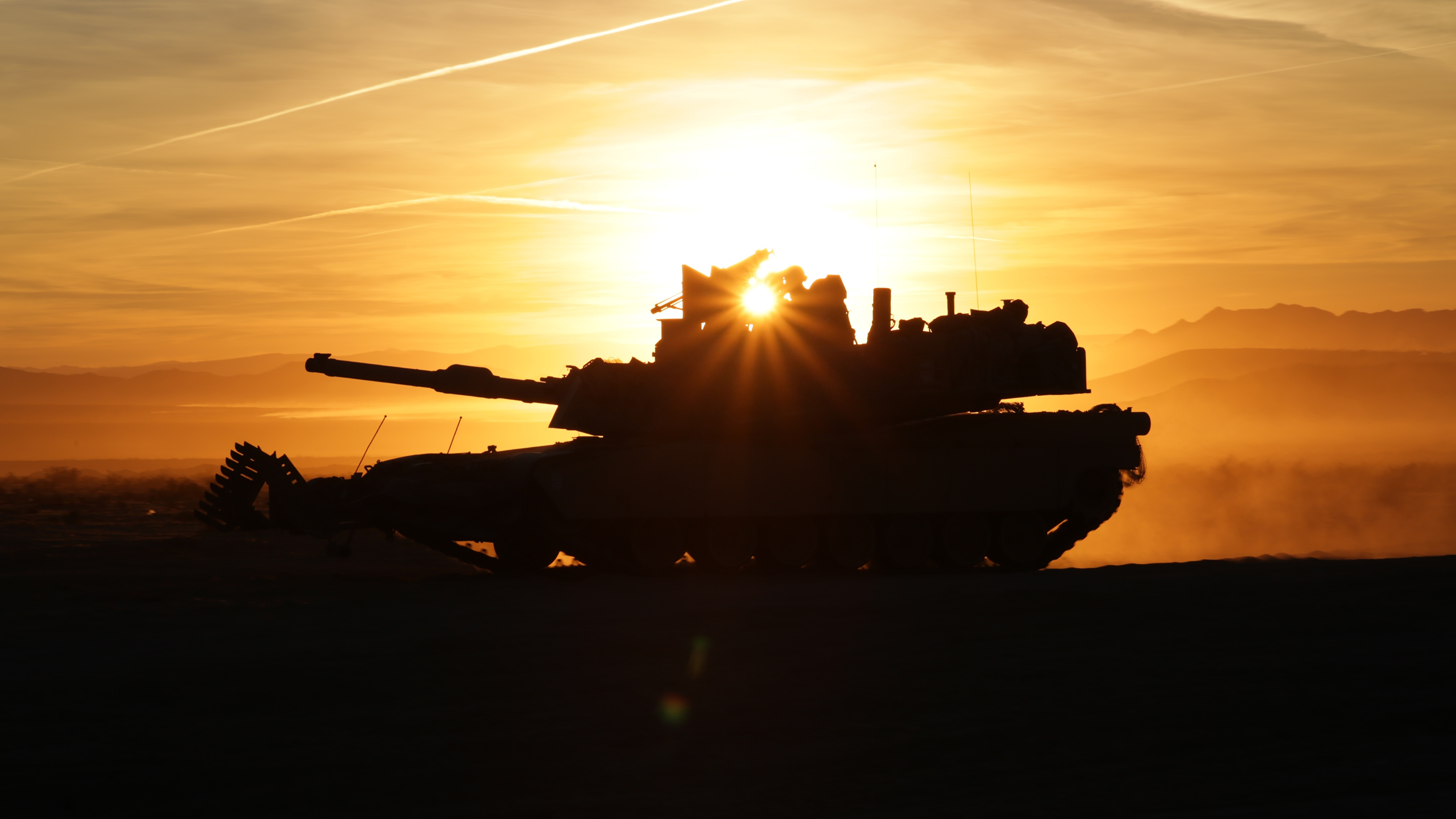 Картинка Лучи света Абрамс М1 Танки силуэта M1A2 Армия 3840x2160 танк Силуэт силуэты военные