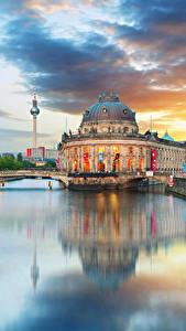 Обои Берлин Германия Здания Речка Облака Водный канал Города