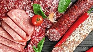 Фотографии Мясные продукты Колбаса Помидоры Перец овощной Нарезанные продукты Пища