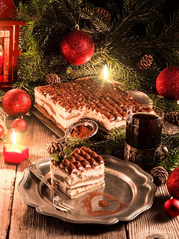 Фотографии Рождество Чай Торты стакане Еда Шар Ветки Шишки Свечи Праздники Доски 600x800 для мобильного телефона Новый год Стакан стакана Пища ветвь ветка шишка Шарики на ветке Продукты питания