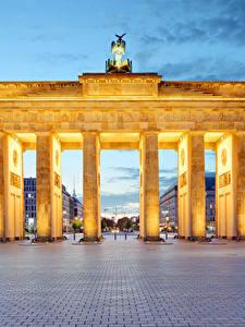 Фото Берлин Германия Вечер Городская площадь Ворота Brandenburg Gate город