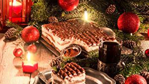 Фотографии Рождество Праздники Торты Свечи Чай Доски Ветки Шарики Шишки Стакана
