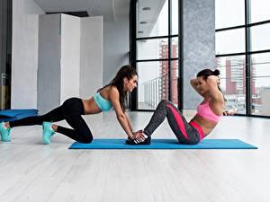 Картинки Фитнес Тренировка Двое спортивный Девушки