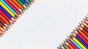 Фото Школа Белый фон Карандаша Разноцветные Шаблон поздравительной открытки