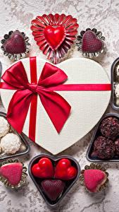 Обои День святого Валентина Конфеты Шоколад Подарки Бантик Сердечко Еда