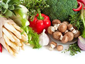 Фотография Овощи Грибы Перец Чеснок Белым фоном Белый фон Еда