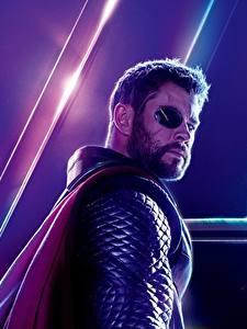 Картинки Мстители: Война бесконечности Chris Hemsworth Тор герой Мужчины Повязка на глаз Кино Знаменитости