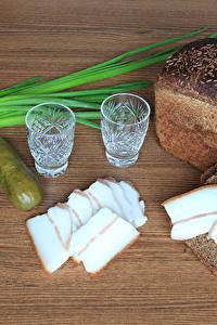 Фото Хлеб Огурцы Водка Сало Рюмка Продукты питания