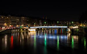 Картинки Франция Дома Реки Мост Ночь Lyon город