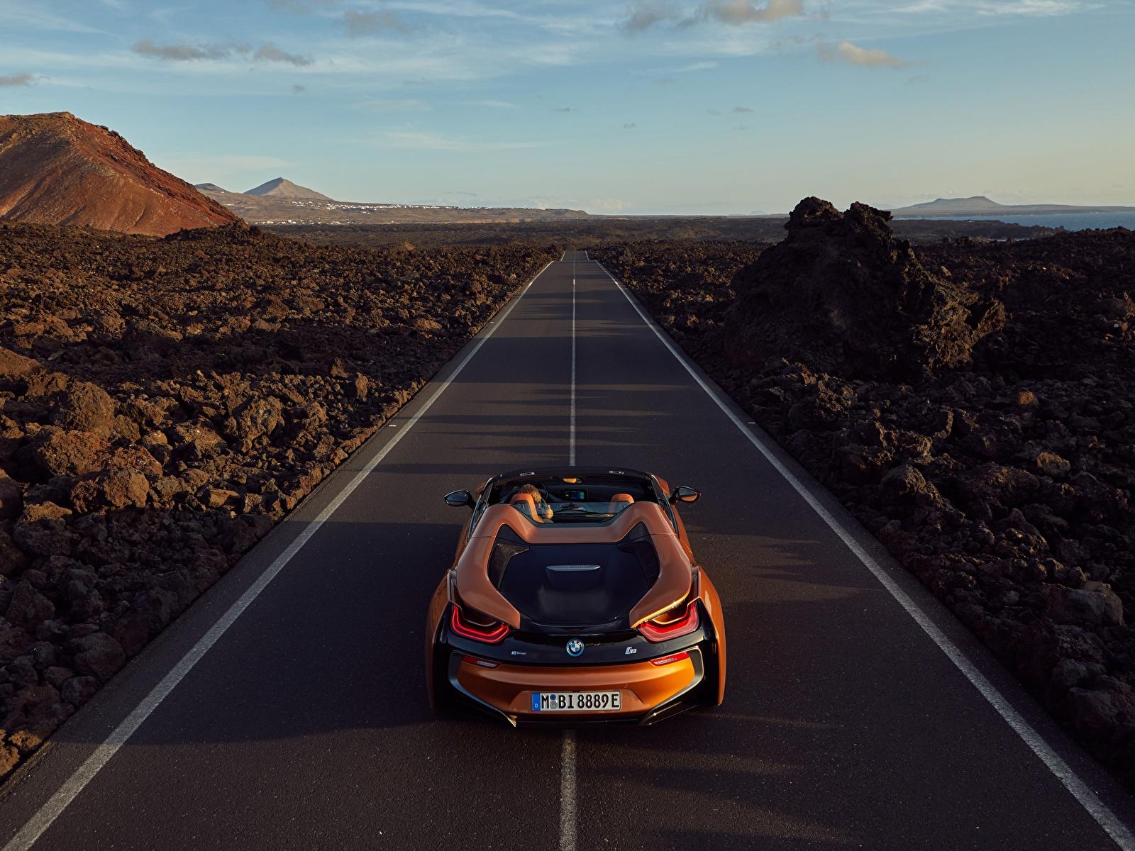 Картинка БМВ 2018 i8 Родстер оранжевые Дороги Автомобили 1600x1200 BMW оранжевых Оранжевый оранжевая Авто Машины