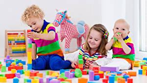Картинка Игрушка Трое 3 Девочки Мальчики Грудной ребёнок