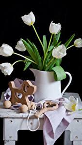 Фотографии Тюльпаны Игрушки Черный фон Кувшин Белых Цветы