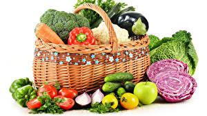 Фотографии Овощи Капуста Помидоры Огурцы Белый фон Корзины Продукты питания