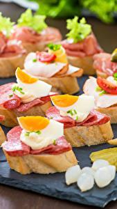 Обои Быстрое питание Бутерброды Хлеб Колбаса Яйцами