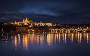 Картинка Чехия Прага Дома Речка Мосты Ночные Города