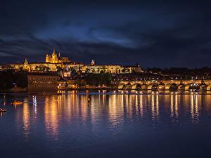 Картинка Чехия Прага Здания Речка Мосты Ночные Города