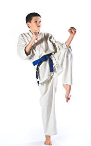 Фотографии Белый фон Мальчики Физические упражнения Униформа Руки Karate Ребёнок