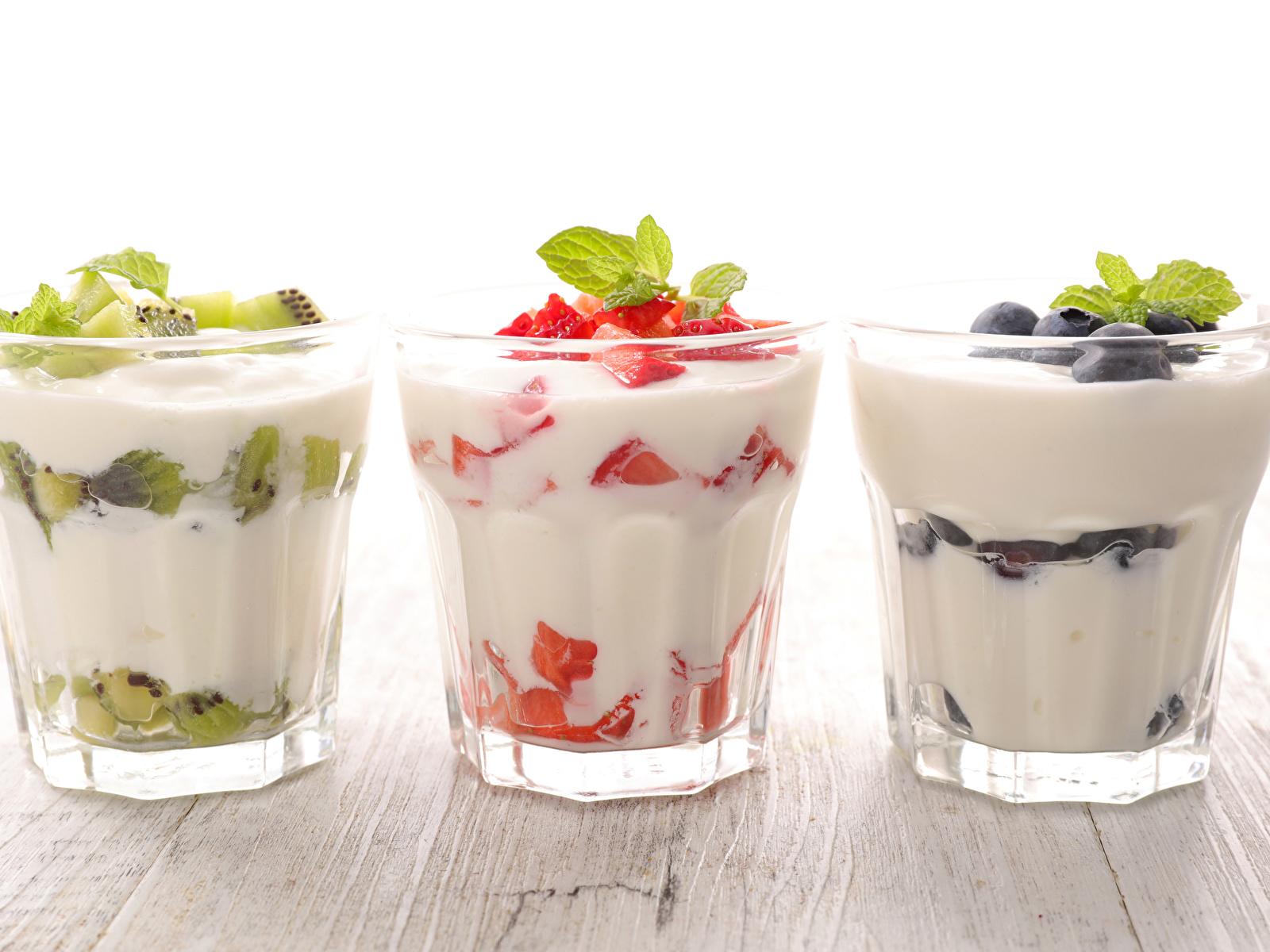 Фотографии Йогурт стакане Пища Трое 3 Фрукты 1600x1200 Стакан стакана Еда три втроем Продукты питания