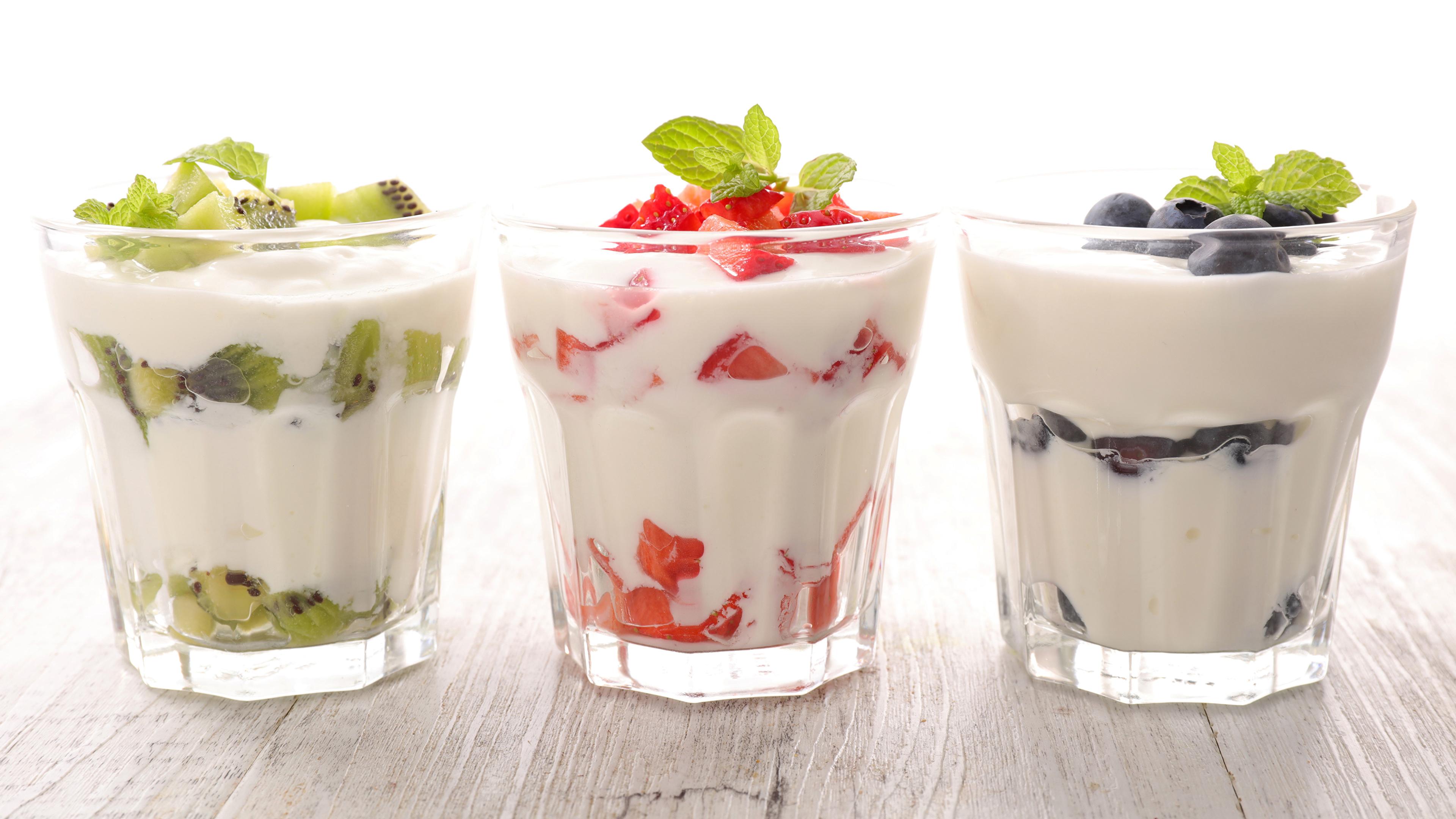 Фотографии Йогурт стакане Пища Трое 3 Фрукты 3840x2160 Стакан стакана Еда три втроем Продукты питания