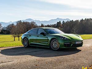 Фотография Porsche Зеленые Металлик Panamera 4S Worldwide, (971), 2020 Автомобили