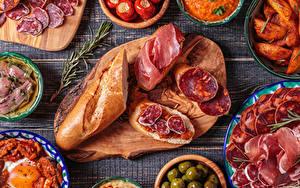 Фото Бутерброды Хлеб Колбаса Ветчина Разделочная доска Нарезка