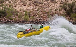 Обои Речка Лодки Мужчины Униформа Брызги Rafting Спорт