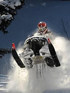 Фотография Зимние Снегоход Шлем Очки Снег Прыжок Спорт