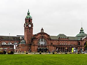 Фотографии Германия Дома Часы Газон Wiesbaden