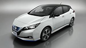 Обои Ниссан Серый фон Белый 2019 Leaf Авто