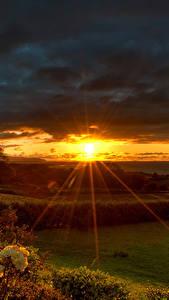 Картинки Рассвет и закат Лучи света Солнце Природа