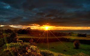 Картинки Рассвет и закат Лучи света Солнца Природа
