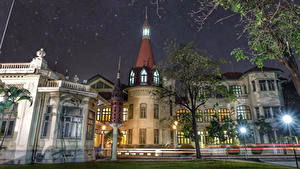 Картинки Таиланд Здания Дворец Уличные фонари Деревья Ночные Phaya Thai Palace Города