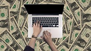 Фото Пальцы Часы Деньги Банкноты Доллары Ноутбуки Руки Бизнес Компьютеры