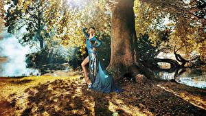 Фотографии Шатенка Платье Ствол дерева Девушки