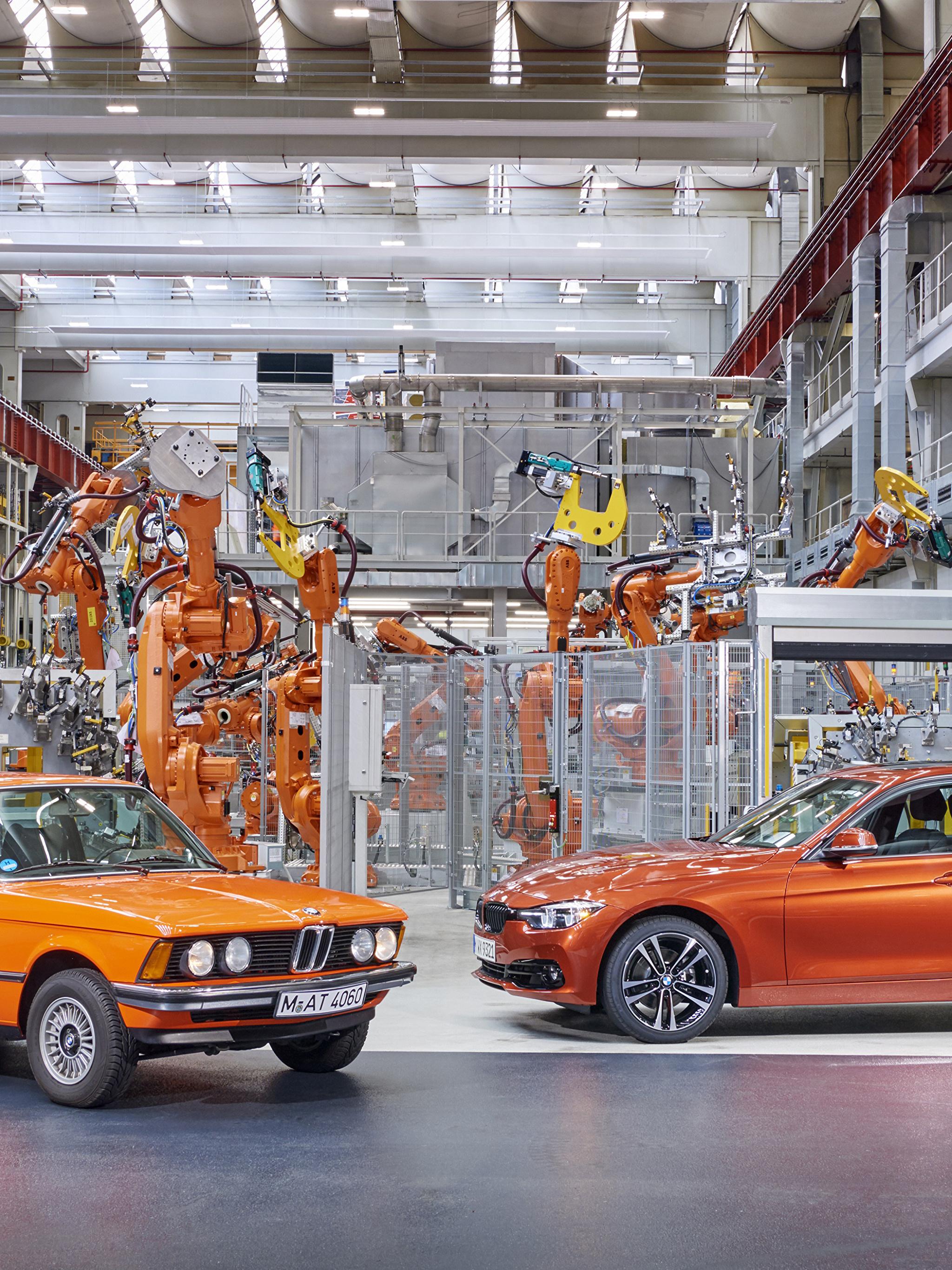 Картинки BMW 1975-2017 3 Series Завод 2 Оранжевый Металлик Автомобили 2048x2732 БМВ фабрика Двое вдвоем Авто Машины