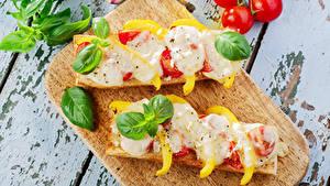 Картинка Бутерброд Томаты Овощи Разделочной доске Два Продукты питания