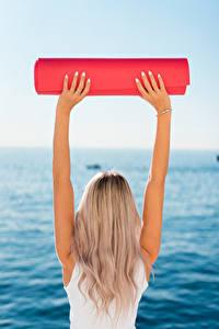 Фотография Фитнес Блондинка Сзади Рука Йога молодые женщины