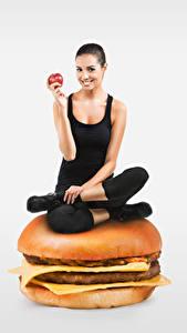 Картинка Гамбургер Булочки Яблоки Здоровое питание Серый фон Улыбка Сидящие Руки Девушки Еда